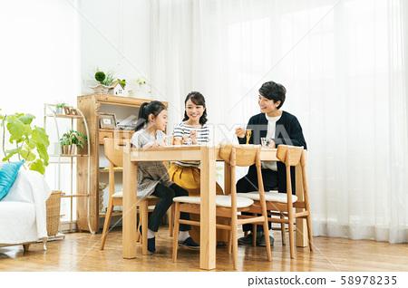 가족 식탁 식사 밥 58978235