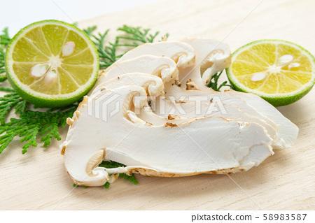 Slice of matsutake mushroom 58983587