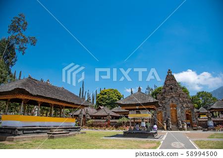 인도네시아 발리 뿌옇게 · 다누 · 부라탄 사원의 경내 58994500