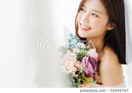 여성 신부 58999767