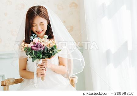 여성 신부 58999816