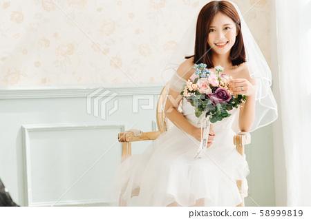 여성 신부 58999819