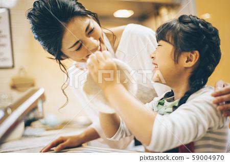 부모와 자식 소녀 도와 59004970