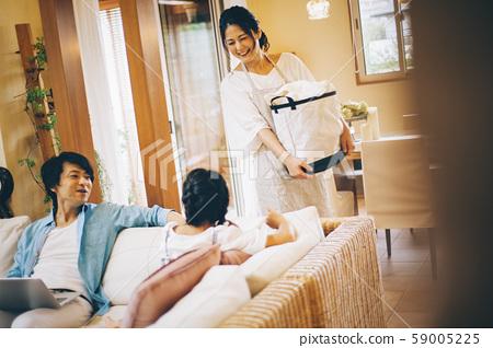 家庭生活方式做家務 59005225