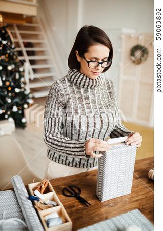 Woman decorating gift box 59063892