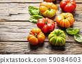 Mix of red, orange and green tomatoes 59084603