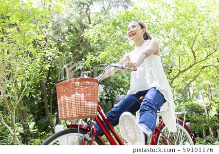 女性生活方式自行車 59101176