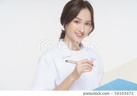 여성 간병인 59103872
