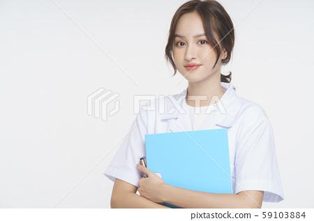 여성 간병인 59103884