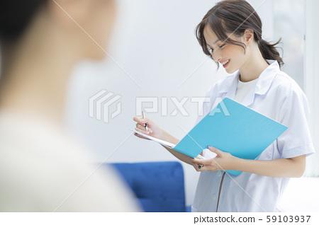 여성 간병인 59103937