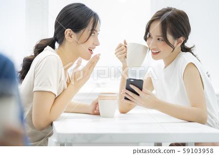 女性朋友談話 59103958