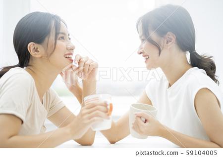 女性朋友谈话 59104005