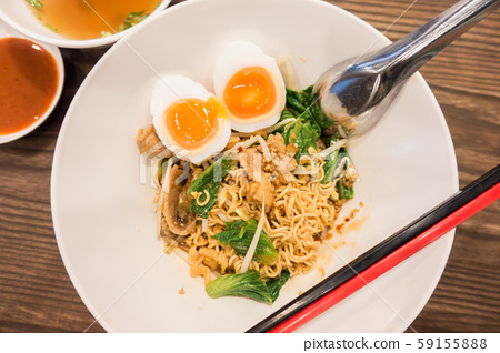 dry noodies with egg 59155888