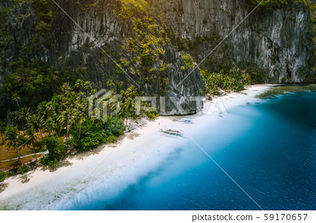 Aerial drone view of tropical exotic beach of Pinagbuyutan Island in El Nido. Amazing white sand 59170657