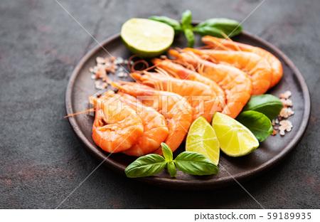 Shrimps served with lemon 59189935