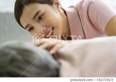 여성 간병인 병원 59272923