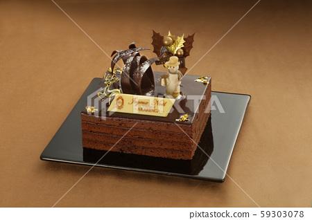 접시에 올려 다양한 배경 위에 크리스마스 케이크 59303078