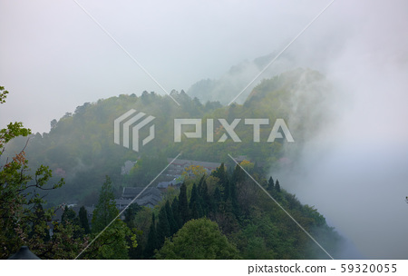 The clouds down from the peack of Wudang mountain 59320055