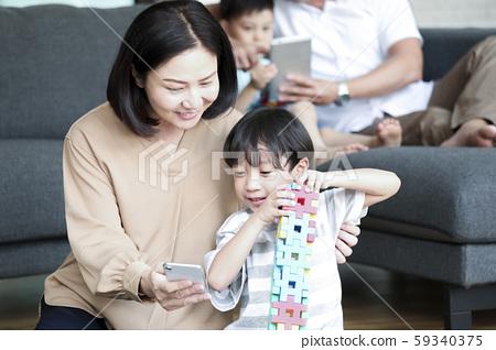 가족 라이프 스타일 4 인 가족 59340375
