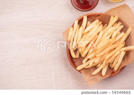 薯條砧板木頭背景茄醬黃芥趥膬法式炸薯條炸土豆 59349668