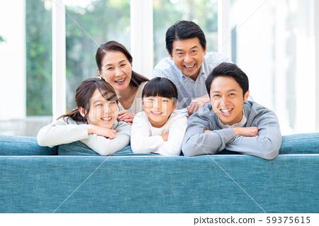 一个家庭 59375615