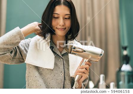 吹風機吹的女人 59406158