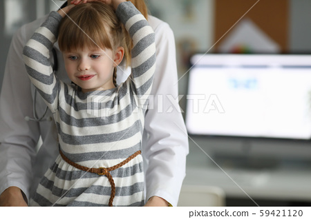 Small child in clinic 59421120