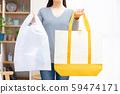 帶塑料袋和環保袋的婦女為環境問題付出了代價 59474171