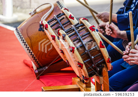 Image of people playing Japanese drums 59639253
