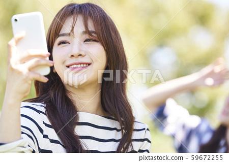 女子協會野餐智能手機 59672255