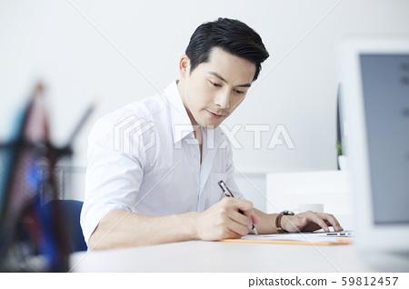 男性商务文书工作 59812457