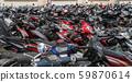裝滿摩托車的自行車停車場 59870614