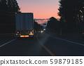日落時的運貨車 59879185