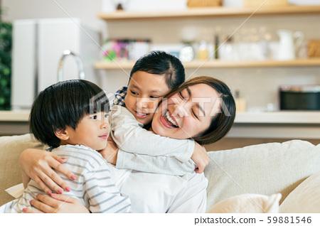 家庭父母和孩子母親媽媽孩子 59881546