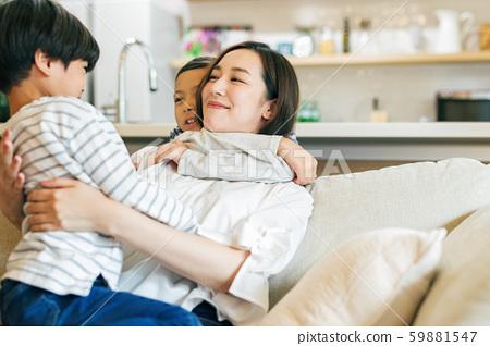 家庭父母和孩子母親媽媽孩子 59881547