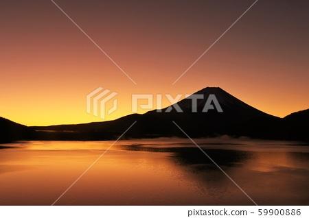 富士山在晨光中 59900886