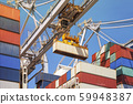 Close-up of how containers are being discharged 59948387