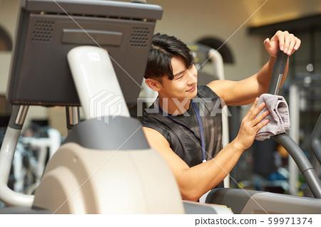 남성 체육관 청소 59971374