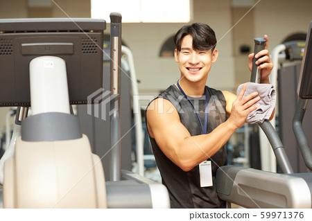 남성 체육관 청소 59971376