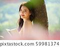 妇女旅行野餐读 59981374