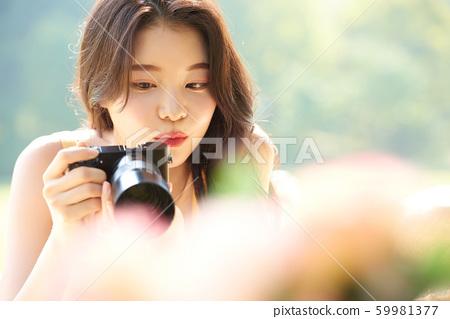 婦女旅行拍攝自然 59981377
