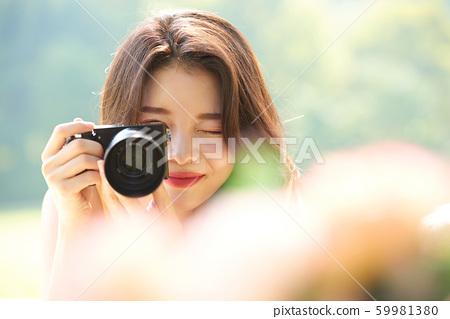 婦女旅行拍攝自然 59981380