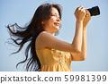 婦女旅行拍攝天空回來 59981399