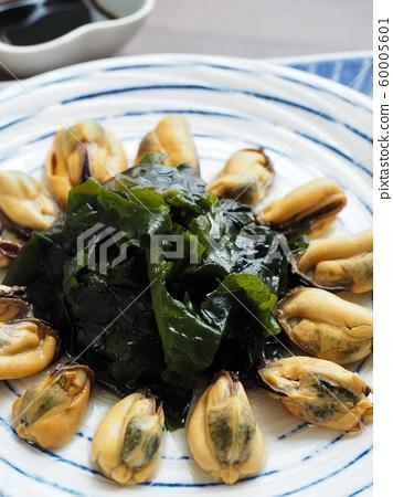 아시아 음식 홍합과 미역 그리고 간장  60005601