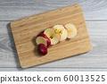 Red apple sliced 60013525