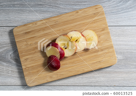 Red apple sliced 60013525