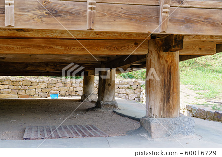 한국 안동 전통 한옥의 아름다운 목조 건물 60016729