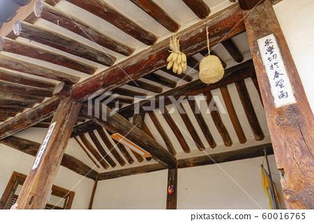 한국 안동 전통 한옥의 아름다운 목조 건물 60016765