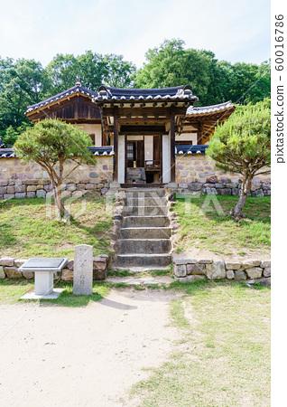 한국 안동 전통 한옥의 아름다운 목조 건물 60016786
