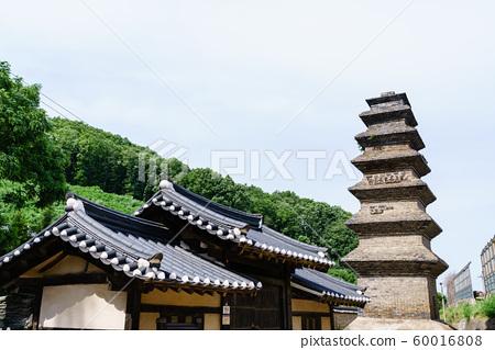 한국 안동 전통 한옥의 아름다운 목조 건물 60016808
